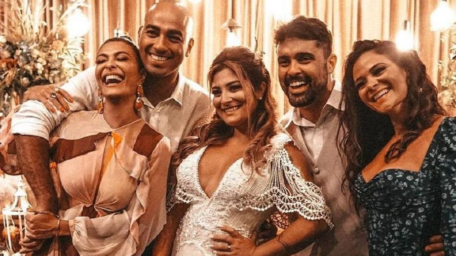 Juliana Paes e família na festa de casamento da irmã mais velha da atriz - Reprodução/Instagram
