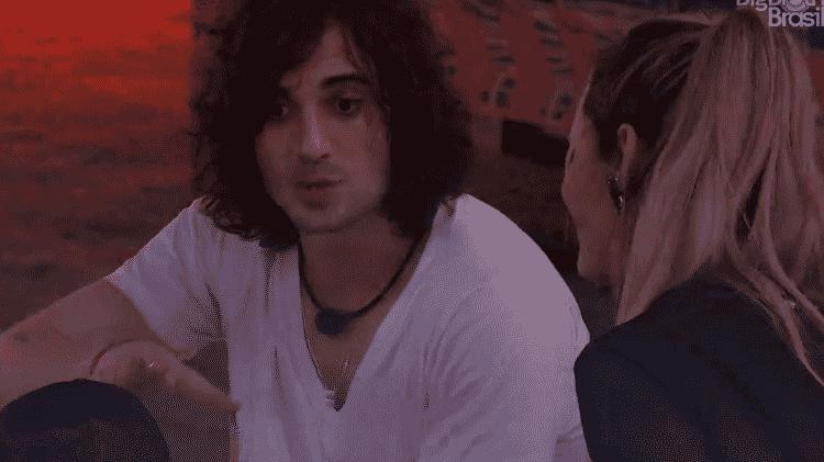 BBB 21: Fiuk conversa com Gilberto e Sarah na festa do líder - Reprodução/Globoplay - Reprodução/Globoplay