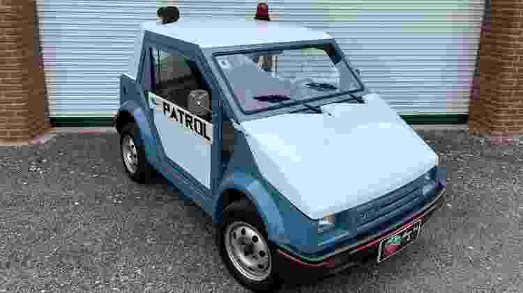 Carro azul traz carroceria mais longa e foi usado pela segurança do condomínio onde morava João do Amaral Gurgel - Garage Brazil - Garage Brazil