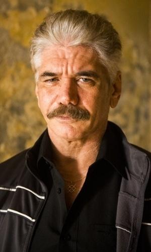 Tio (Jackson Antunes) - Poderoso membro da facção criminosa