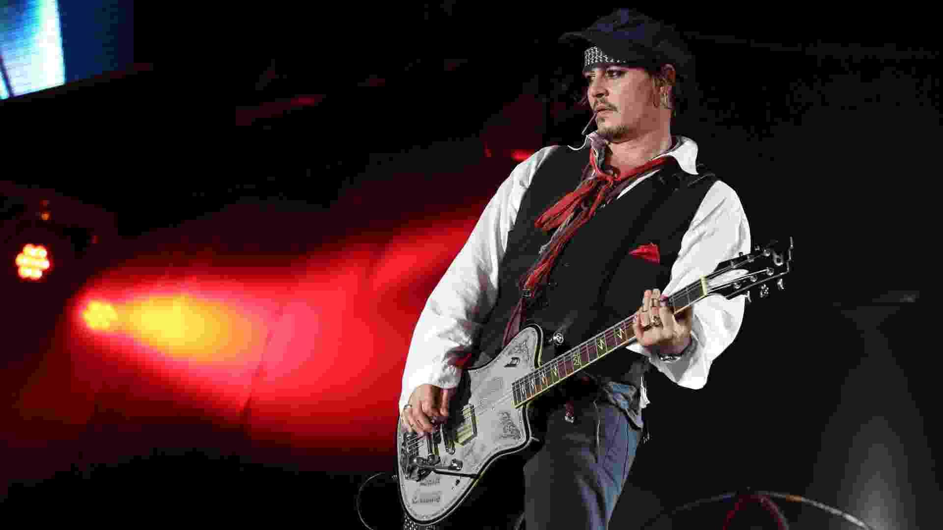24.set.2015 - Johnny Depp se apresenta no grupo Hollywood Vampire no palco Mundo no Rock in Rio 2015 - Marco Teixeira/UOL