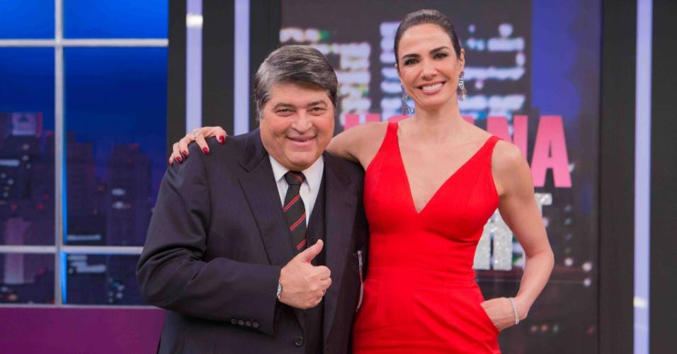 "24.mai.2016 - Luciana Gimenez redebe José Luiz Datena no ""Luciana By Night"", seu talk-show na RedeTV!"
