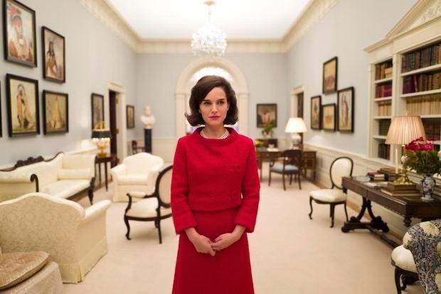 Natalie Portman como Jackie Kennedy em