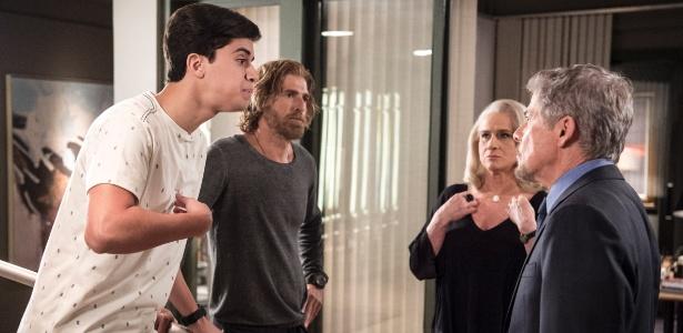 """Edu (Matheus Fagundes) discute com Tião (José Mayer) em """"A Lei do Amor"""" - Estevam Avellar/TV Globo"""
