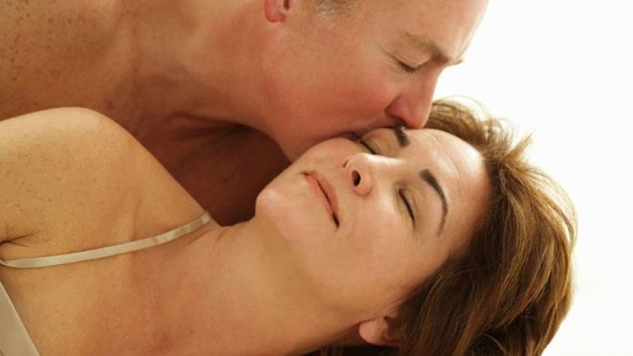 Aplicação de testosterona, em injeções ou gel, tem sido receitada para mulheres que sofrem com o declínio do apetite sexual - Getty Images