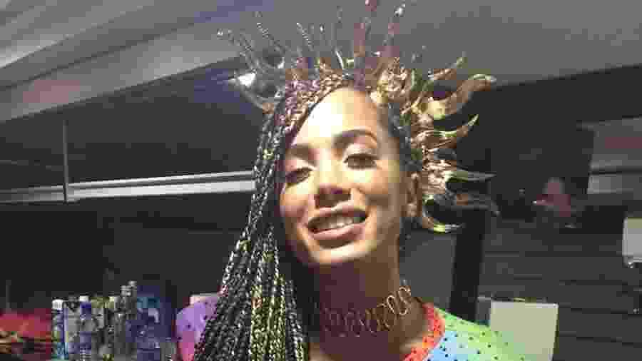 Anitta estreia seu novo visual à frente do trio Independente na noite desta sexta em Salvador. Ela comanda a partir das 21h30 um trio sem cordas no circuito Dodô - Gisele Alquas/UOL