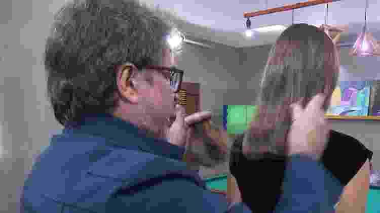 Wanderley Nunes corta o cabelo de Lorrany - Reprodução - Reprodução
