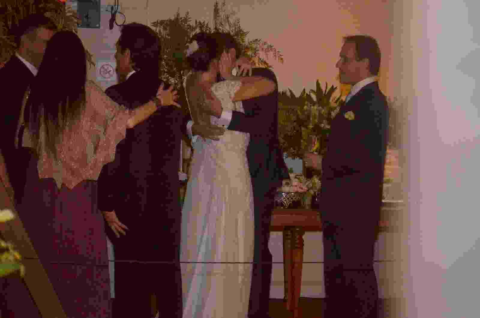 Glenda Kozlowski e o dentista Luis Tepedino se casam em cerimônia no Rio de Janeiro - WEBERT BELICIO E DANIEL DELMIRO / AGNEWS