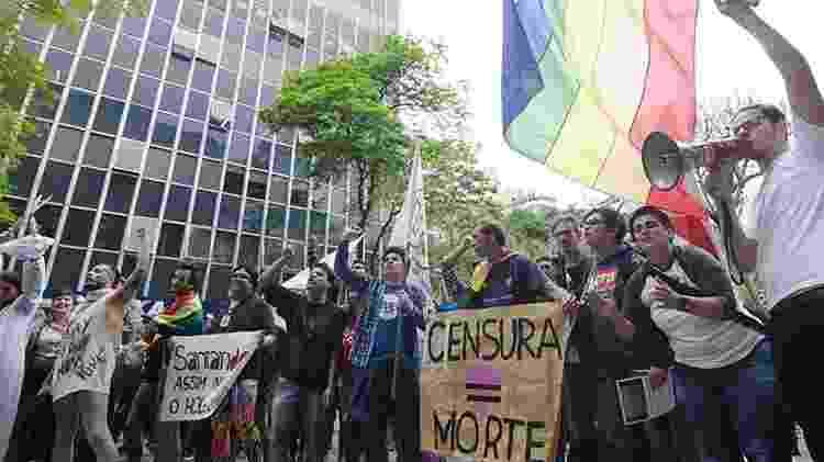 Protesto contra o fechamento da mostra Queermuseu, em frente ao Santander Cultural de Porto Alegre - Anderson Astor/Folhapress - Anderson Astor/Folhapress