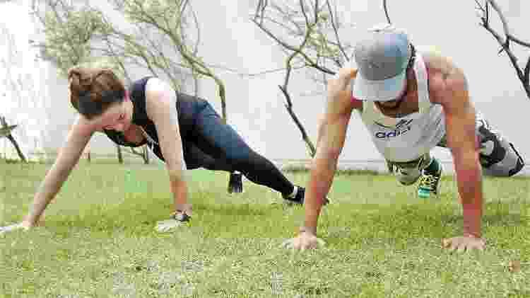 Nubia faz exercícios com o treinador Samuel Trindade; ela diz como se sente realizada com os benefícios da ginástica natural - Richard Pires/Divulgação - Richard Pires/Divulgação