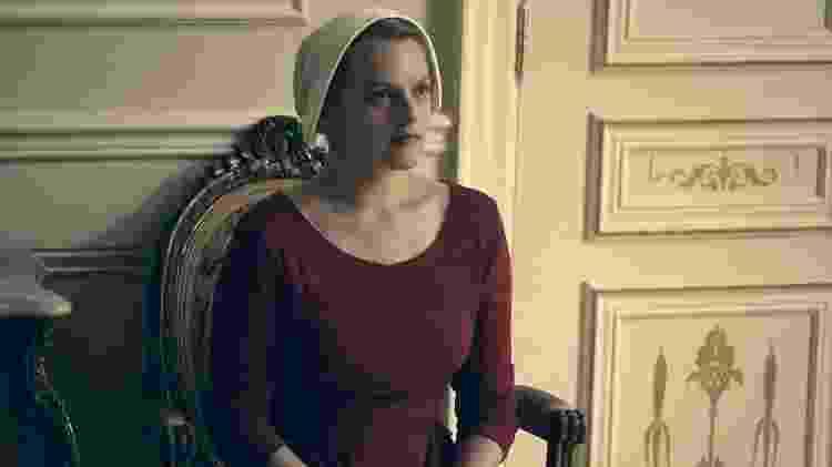 """Elisabeth Moss é June em """"The Handmaid's Tale"""" - Divulgação"""
