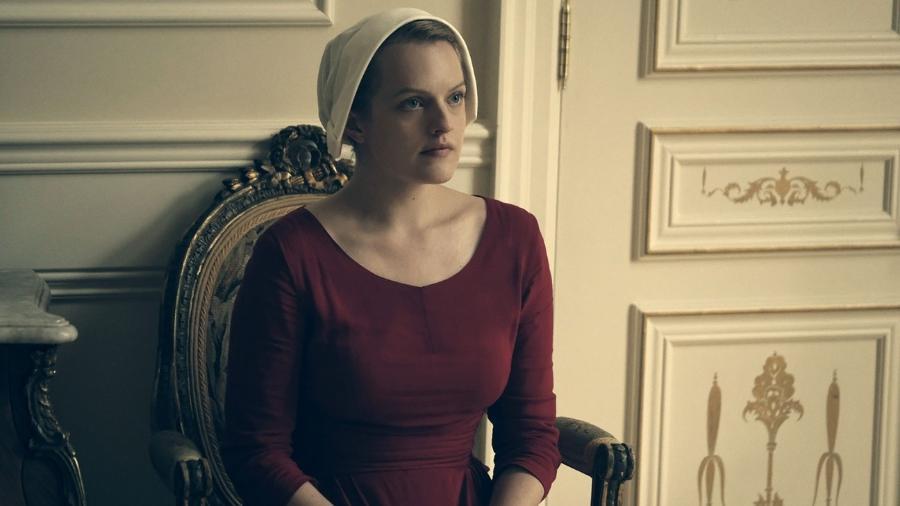 """Elisabeth Moss é June em """"The Handmaid""""s Tale"""" - Divulgação"""