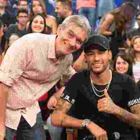 Neymar e Serginho Groisman se divertiram nos bastidores da gravação do programa - Divulgação/TVGlobo/Rogério Fernandes - Divulgação/TVGlobo/Rogério Fernandes