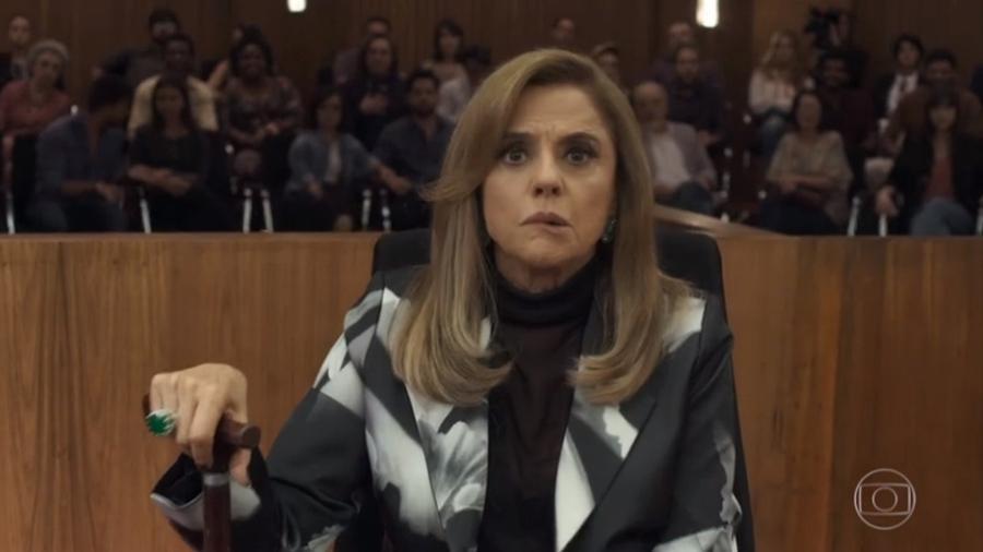 """Sophia (Marieta Severo) com sequelas de AVC em """"O Outro Lado do Paraíso"""" - Reprodução/TV Globo"""