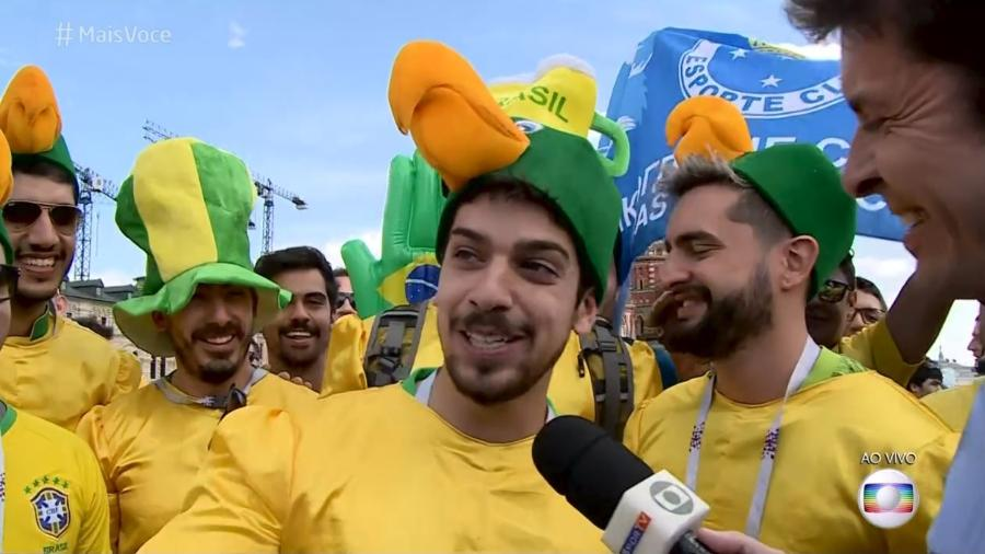Torcedores fazem sucesso fantasiados de Louro José - Reprodução/Globo