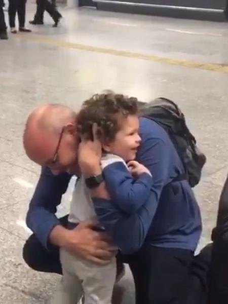 Alex Escobar reencontra filho 40 dias depois - Reprodução/Instagram
