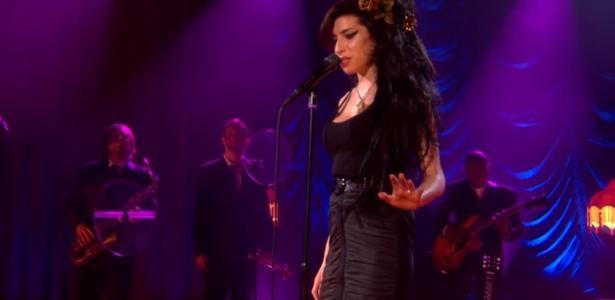 Faleceu em julho de 2011 | Dez anos após a morte, família de Amy Winehouse quer recuperar sua imagem