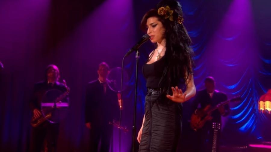 Amy Winehouse em show de 2008 - Reprodução