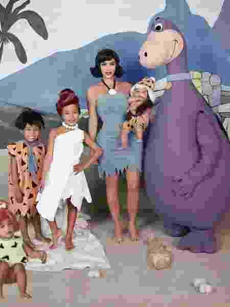Kim Kardashian e a família se fantasiam de Flintstones - Reprodução/Instagram