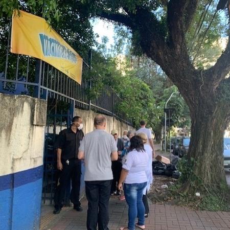 Fila para tomar vacina da gripe na USB Vila Romana, zona oeste de SP - Janaina Garcia/UOL
