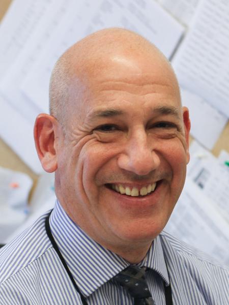 O médico Joshua Safer, diretor executivo do Centro de Medicina Transgênero - Divulgação