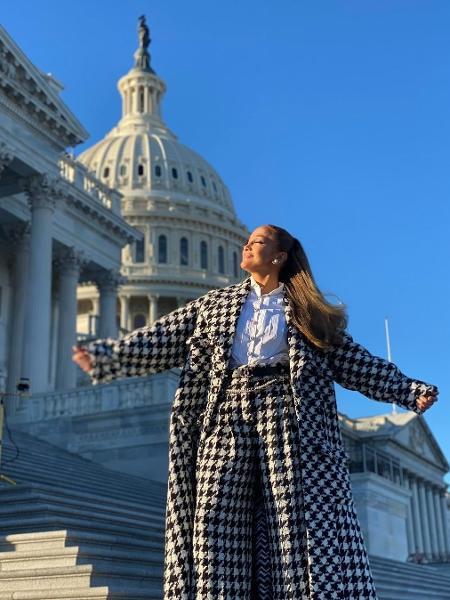 Jennifer Lopez posando em frente ao Capitólio - Reprodução/Instagram