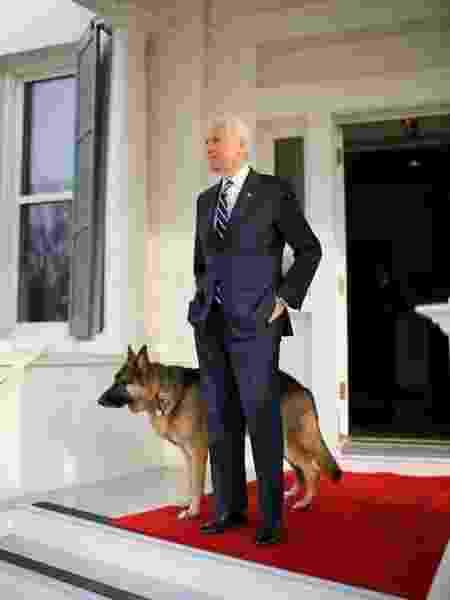 Joe Biden com Champ - Reprodução/Twitter - Reprodução/Twitter