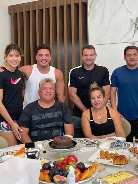 Wesley Safadão reuniu a família para comemorar o aniversário do pai - Reprodução/Instagram