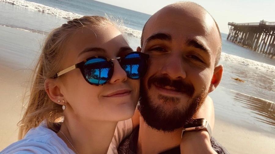 A influenciadora Gabby Petito e o noivo Brian Laundrie - Reprodução/Instagram