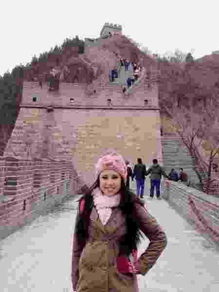 Raquel Freestyle conhece a Muralha da China; é claro que ela praticou algumas embaixadinhas no outro lado do mundo - Divulgação - Divulgação