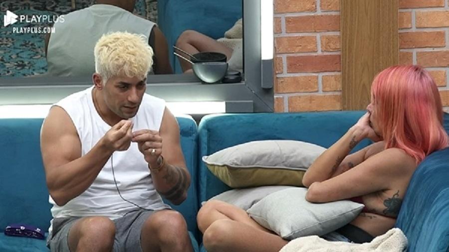 A Fazenda 2021: Tiago explica por que Valentina não pode chamá-lo de irmão - Reprodução/Playplus