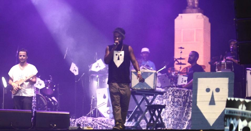 A banda Baiana System reúne ritmos periféricos da Bahia