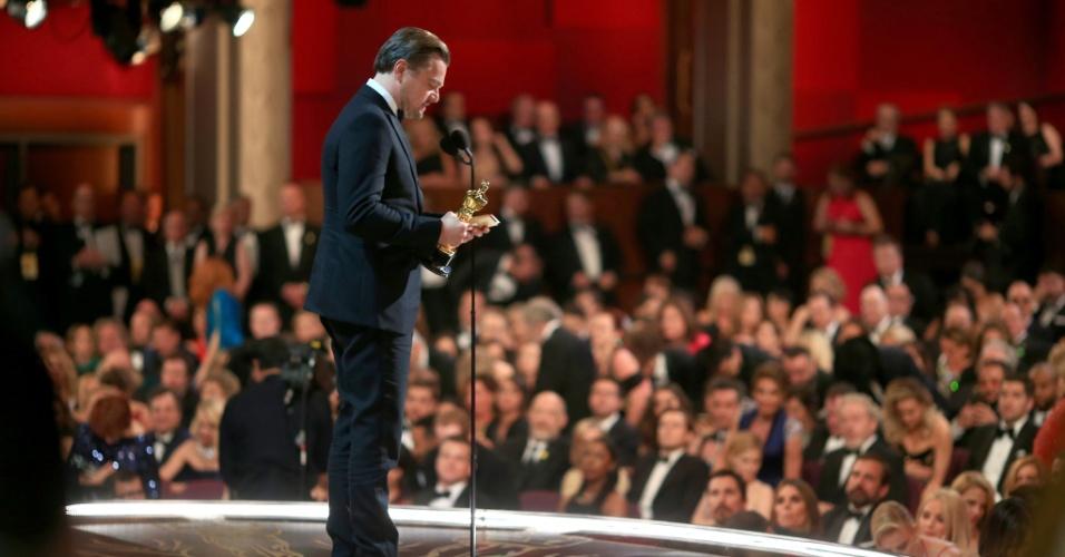 28.fev.2016 - Leonardo DiCaprio discursa ao receber prêmio de melhor ator no Oscar 2016