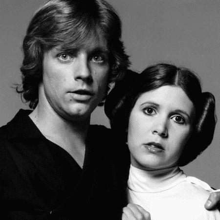 """Mark Hamill ao lado de Carrie Fisher. Eles interpretaram os irmãos Luke e Leia em """"Star Wars""""  - Reprodução/Twitter/MarkHamill"""