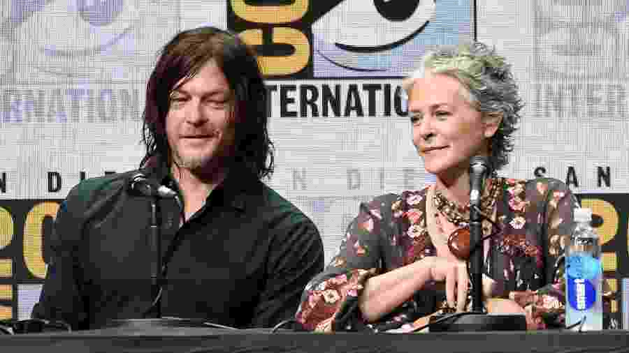 "Os atores Norman Reedus e Melissa McBride participam do painel de ""The Walking Dead"" na San Diego Comic-Con 2017 - Kevin Winter/Getty Images"