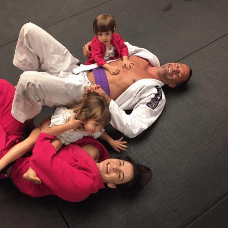 Malvino Salvador com a mulher Kyra, e as filhas, Kyra e Ayra - Reprodução/Instagram/malvinosalvador
