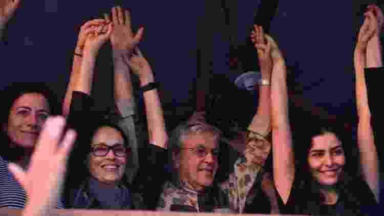 Marina Person, Sonia Braga, Caetano Veloso e Leticia Sabatella participam de ato em ocupação dos sem-teto - Nelson Almeida/AFP