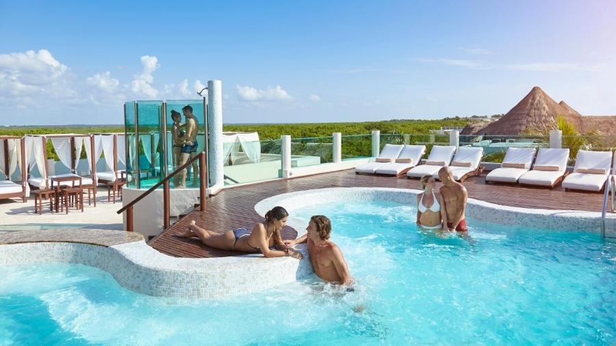 Resorts liberais oferecem ambientes que facilitam a interação entre casais adeptos do swing - Divulgação/Desire Resorts