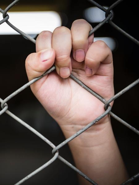 Menores separados dos pais na fronteira  - iStock
