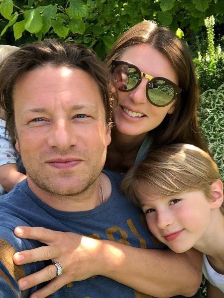 Jamie Oliver com a esposa e um dos filhos - Reprodução/Instagram/jamieoliver