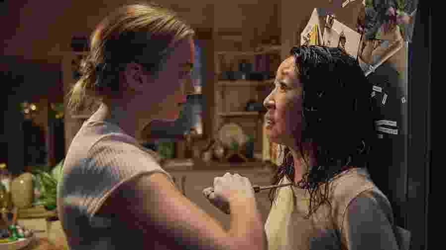 """Sandra Oh e Jodie Comer em cena de """"Killing Eve"""" - Reprodução"""