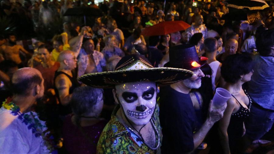 Foliões curtem Banda Redonda na noite de segunda-feira - Nelson Antoine/UOL