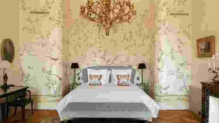 Interior de um dos quartos do chateau d'Estoublon na França - Divulgação/Airbnb - Divulgação/Airbnb