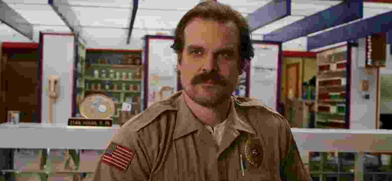 Jim Hopper (David Harbour) na terceira temporada de Stranger Things - Divulgação