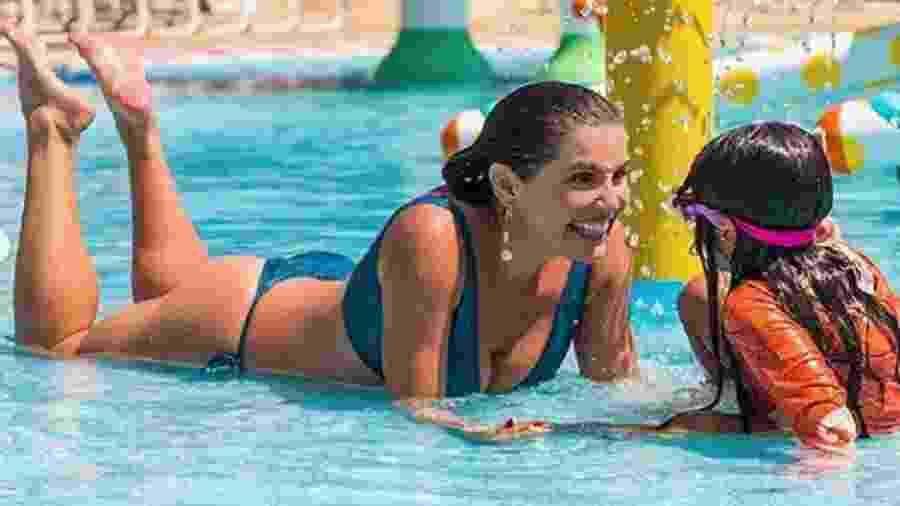 Deborah Secco curte parque aquático com Maria Flor - Reprodução/Instagram
