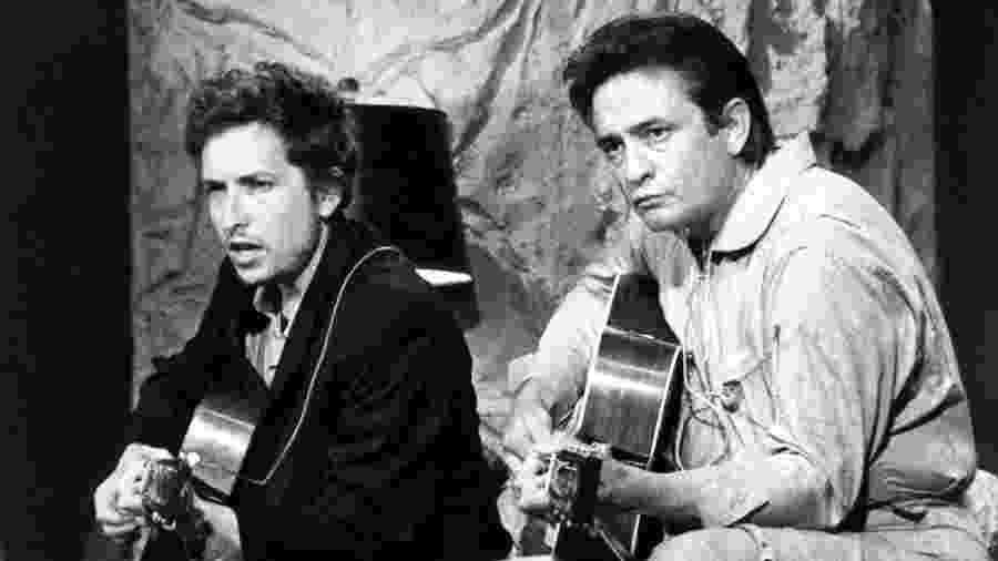 """Bob Dylan e Johnny Cash durante o """"The Johnny Cash Show"""" em 1969 - Photo by Walt Disney Television via Getty Images Photo Archives/Walt Disney Television via Getty Images"""