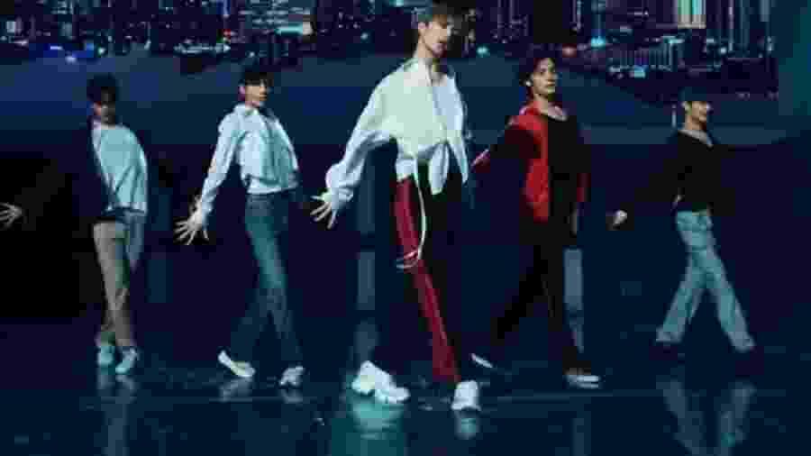 Grupo TXT no clipe da música Run Away - Reprodução/Youtube