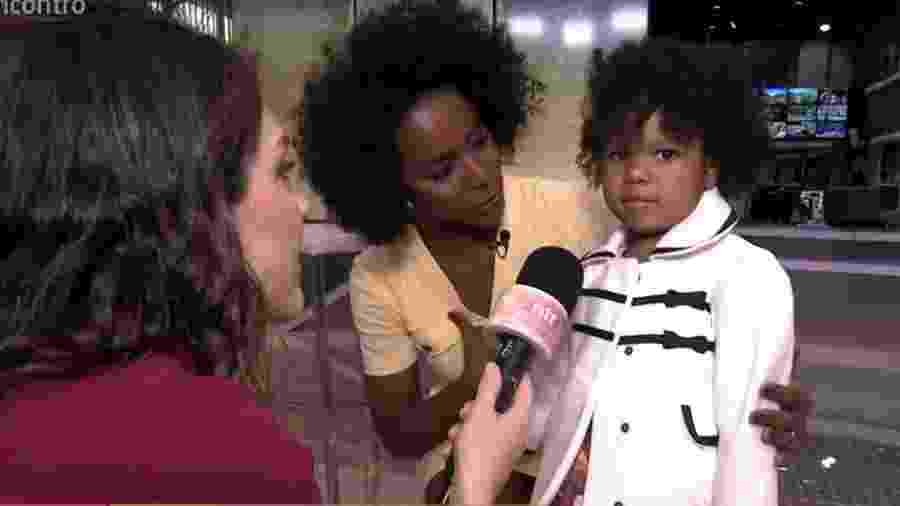 Maria Alice, fã mirim de Maju Coutinho, conhece a apresentadora no estúdio do Jornal Hoje - Reprodução