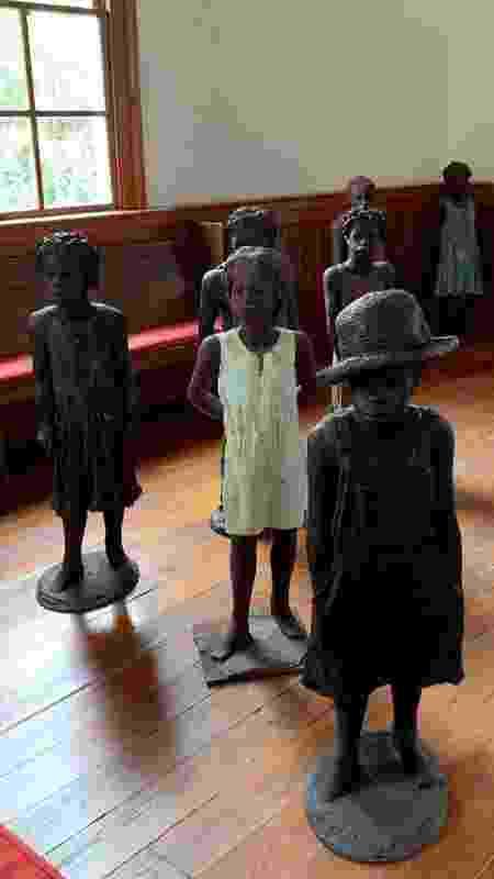 Estátuas de crianças escravizadas na Whitney Plantation - Janaina Garcia/UOL - Janaina Garcia/UOL