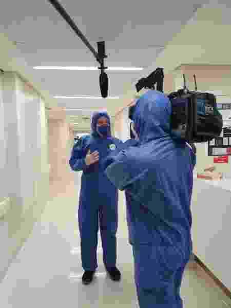 Roberto Cabrini e o cinegrafista do SBT dentro de um hospital - Arquivo pessoal